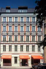 Die Fassade - Steps Hotel street view